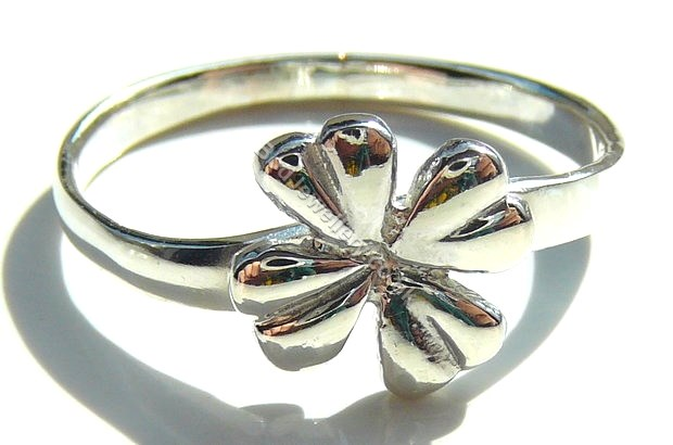 925 Sterling Silver Clover Ring, Size J - T